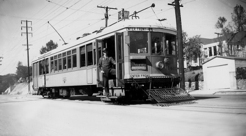 001 - LATL W Line Car 1405 N. Figueroa St. & Buena Vista Terrace 19480207. on Flickr. Photographer: Alan Weeks Los Angeles Transit Lines streetcar no.1405 on North Figueroa Street and Buena Vista Terrace, February 7, 1948.