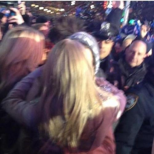 haylorfeels:  Taylor and Harry share a New Year's kiss!