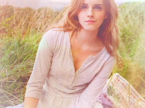 somnismeavita:  Beautiful Emma Watson on We Heart It. http://weheartit.com/entry/47665332/via/JustNeedToBreathe