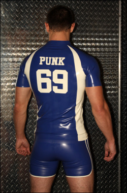 rubberjay1990:  rubbermayhem:  A fine rubber covered butt.  I want this outfit and I want it now!