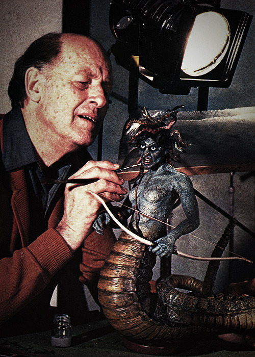 oldschoolfrp:   REST IN PEACE, RAY HARRYHAUSEN.  Harryhausen was a fantastic model builder, creating details that would remain convincing in tight close-ups.  On top of that everything was fully poseable.