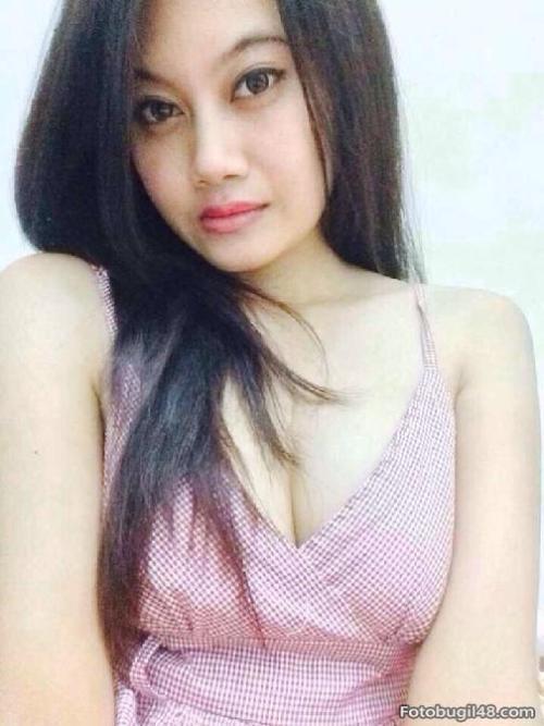 Flirtatious Malay Hottie