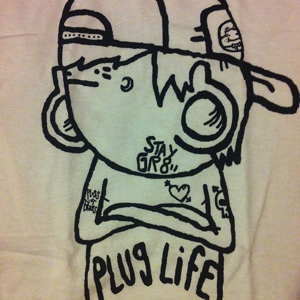 staygreat:  Did anyone notice on my #pluglife shirt you can spot my character Nelson , a #plugsnotdrugs tattoo and the #skult logo ( buy it here www.staygreat.net )