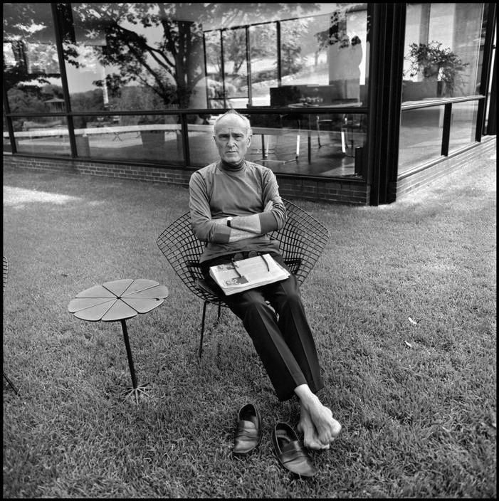 voxsart:  Summer With The Roll Neck With No Socks Crowd 3. Philip Johnson, 1964.