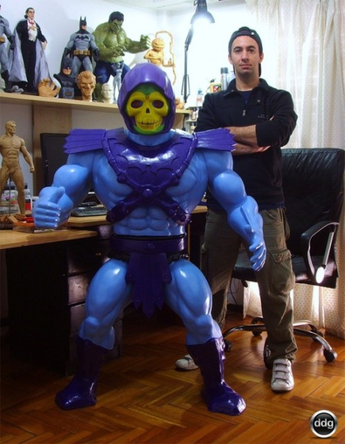 jeffisageek:  geekmythology:  Giant Skeletor Toy-Replica /Film | Blogging the Reel World  I soooo want this!!!