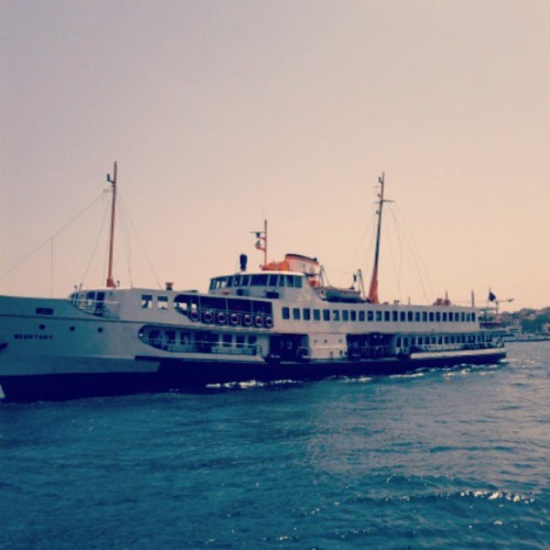 My ride has arrived (: crossing to Asia from Europe thats why I love Istanbul ! #ferry #asia #europe #istanbul #karakoy #publictransportation #sunnyday #sea #bosphorus #seagulls #marine #kadikoy #turkey #typical #saltysmell #instapic #instahappy #runaway