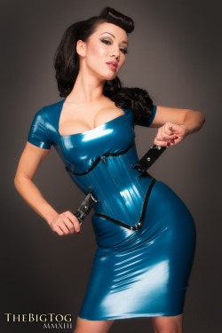 latexpics:  Model Jade Vixen [ tumblr · facebook ]Click here for more pics of Jade Vixen on latexpics.tumblr.com