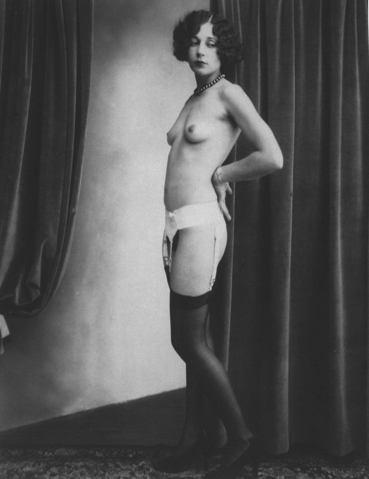 soyouthinkyoucansee:  Vintage nude portrait u.a Private collection 1920