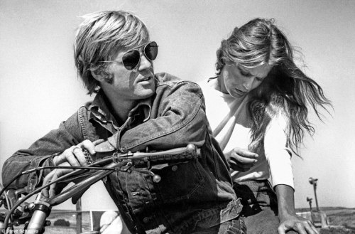 stanivision:  BEHIND THE SCENES: Robert Redford and Lauren Hutton on the set of LITTLE FAUSS AND BIG HALSY (1970).