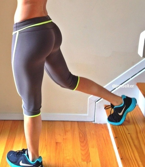 runforfitness:  Amazing shape this girl's got!