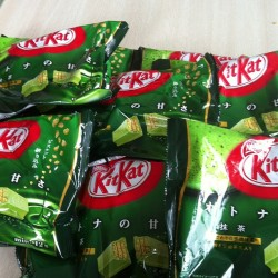 That good #ish !!! @stephawoo woooo! #kitkat #greentea #japan #japanlife #candy it's the season! (at The Olive G house)