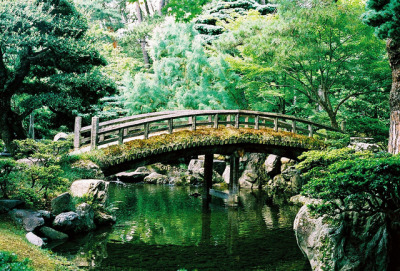 apostrophony:  Oike-niwa garden bridge by Jack VS Japan on Flickr.