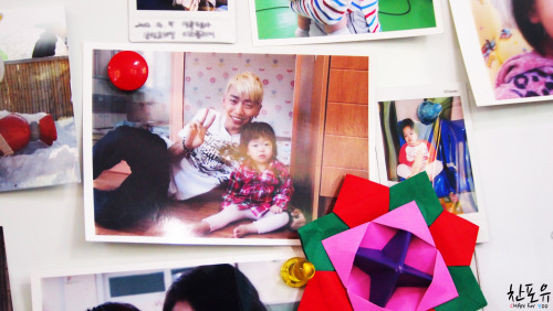 찬포유 | Yongguk with a child; Taken during the clip shown with Miss A during Love Sharing Concert