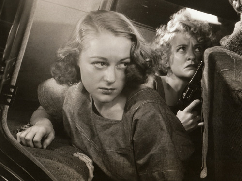 wehadfacesthen:  via sunsetgun: Sally Eilers and Lee Patrick in Condemned Women (Lew Landers, 1938)