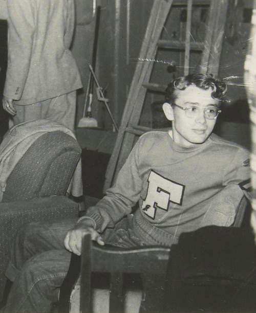 jamesdeandaily:  19-year-old James Dean at Santa Monica City College.