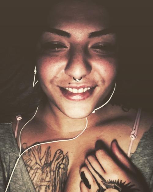 hand tattoo tattoed girls
