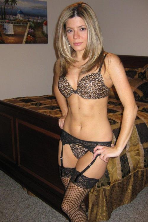 milfzone:  fresh milfs for us to look at.