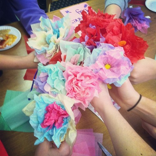 Making paper flowers & cards to give to nursing homes for valentines day!❤💐🌷 #sigmakappa #sorority #NIU #valentinesday #flowers #red #pink #cards #love