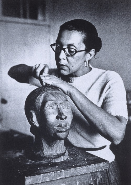 cavetocanvas:  Elizabeth Catlett working in Mexico City, c. 1947