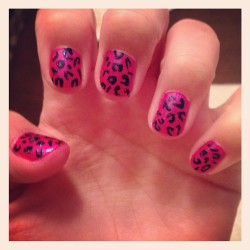 My nails be poppin 💕😉💋💅🐆 #ilovepaintingmynails #leopard #pink #navy #lalala   #yeeee #supergirly