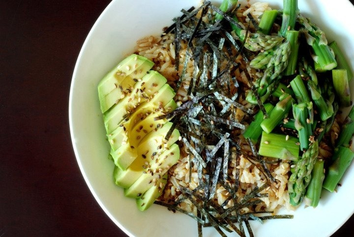 vegnews:  Talk about mean greens—this Sushi Bowl with Asparagus and Avocado has two of our all-time fave verdant veggies. Click here for the recipe.