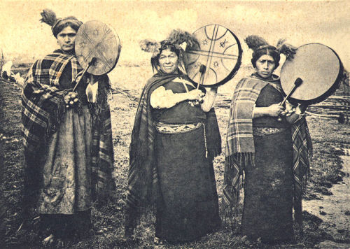 fyeah-history:  Mapuche machis, 1903A machi is a traditional healer and religious leader in the Mapuche culture of Chile and Argentina. Machis play significant roles in Mapuche religion. Women are more commonly machis than men.