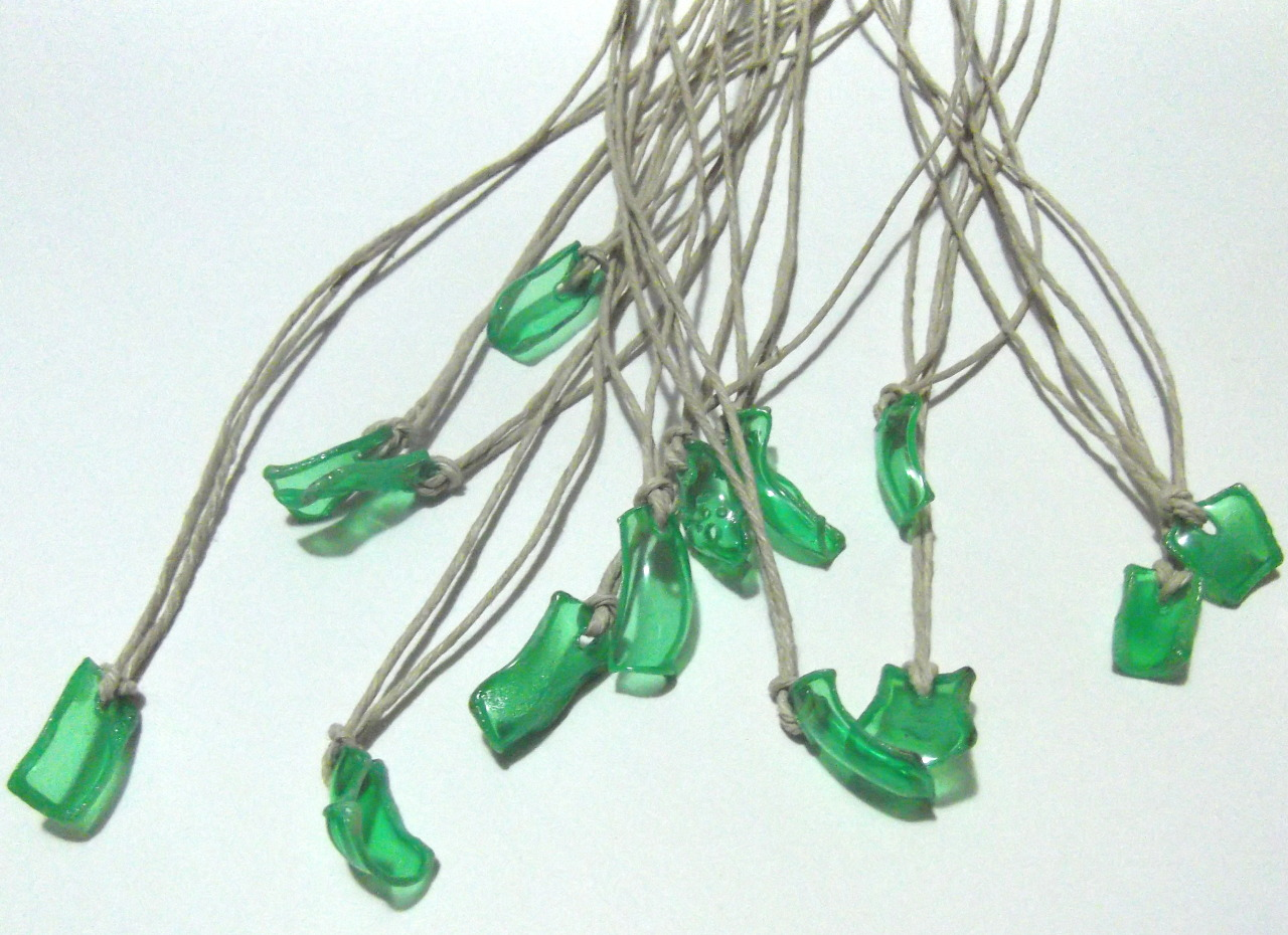 kiss-you-off:  little recycled green pendants on hemp cord https://www.etsy.com/listing/122910459/bright-green-eco-necklace-micro