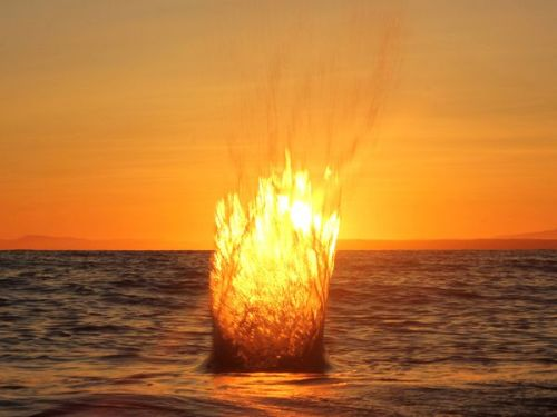 A splash of water is illuminated by the setting sun in British Columbia, Canada. (Photo by Rob Leslie, Your Shot)