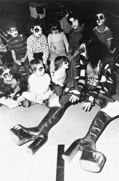 lomographicsociety:  Gene Simmons Hanging Out with Miniature Kiss Fans Just goes to show that behind all those layers of makeup, Gene Simmons, the bassist and vocalist for the iconic rock band KISS, is a big old softie.