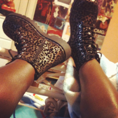 sierraa-atomic:  Hi. My name is sierra and I'm obsessed with all things leopard print, pink…and hello kitty!  Wtf *faints*
