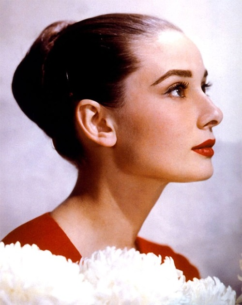 theniftyfifties:  Audrey Hepburn   Beautiful!!!!!!!