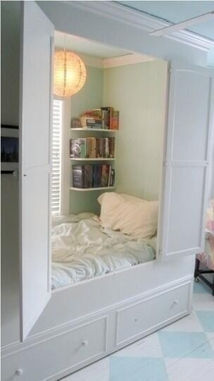 paxofher:  Perfect reading nook!! I want, I want!!