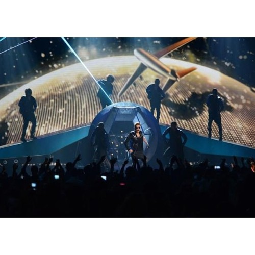 bieber-news:  jblazeofficial: Another epic performance from the team on Billboard Awards! We did it again @justinbieber !