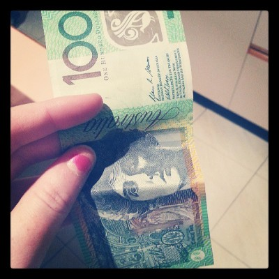 Here, I've spotted a 100$ Aussie bill. A rare find.. #Australia
