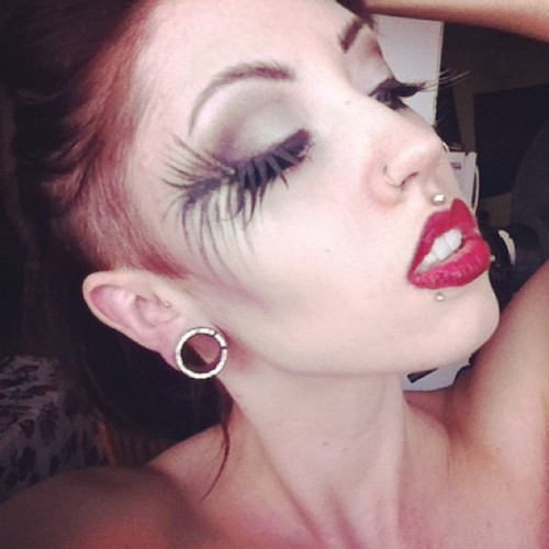 #Amazing #makeup artist @miss_obscure yay! #makeupartist #mua #gorgeous #shavedside #shaved #sideshave #pale #godsgirl #redlips #photoshoot #elara #elarablair #elarajosephineblair