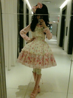 doctorginger:  My outfit for kawaii international~  tiff would love this!