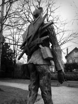 Vincent van Gogh, bronze, by Ossip Zadkine (1890-1967). Parc Van Gogh, Auvers-sur-Oise, France. Photo by Amber Maitrejean