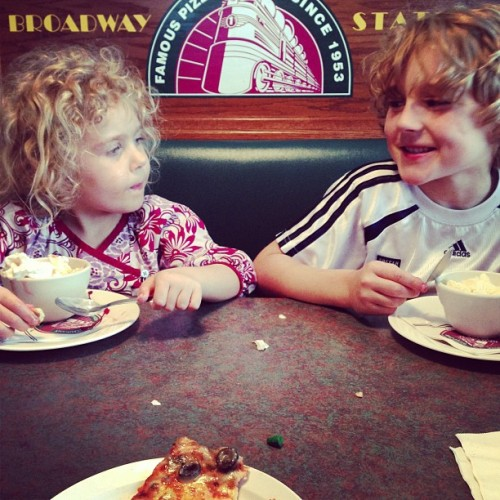 Dinner date with the kiddies.😊