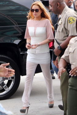 LINDSAY LOHAN'S COURT SENTENCE: TAKES PLEA, COULD SERVE JAIL TIME