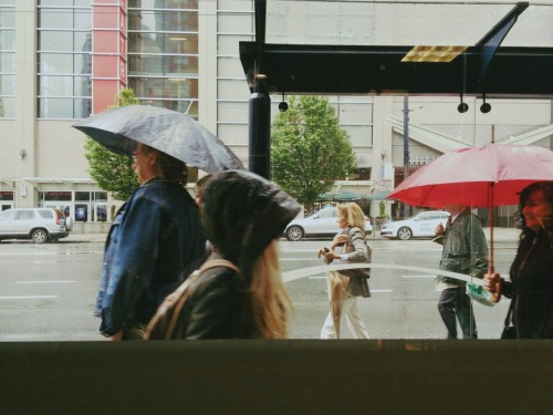 twentyoneez:  People watching