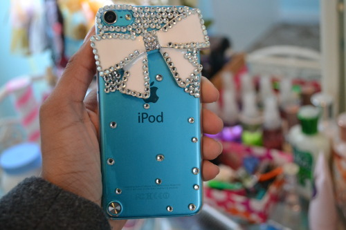 b-itish:  m4rshmall0w-s:  new ipod case <3  want omg