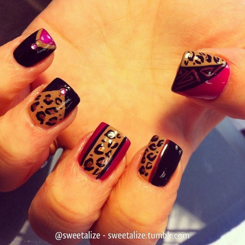Cheetah on @leslie31210 💕 #cheetah #cheetahprint #leopard #leopardprint #animalprint #pink #gelnails #acrylicnails