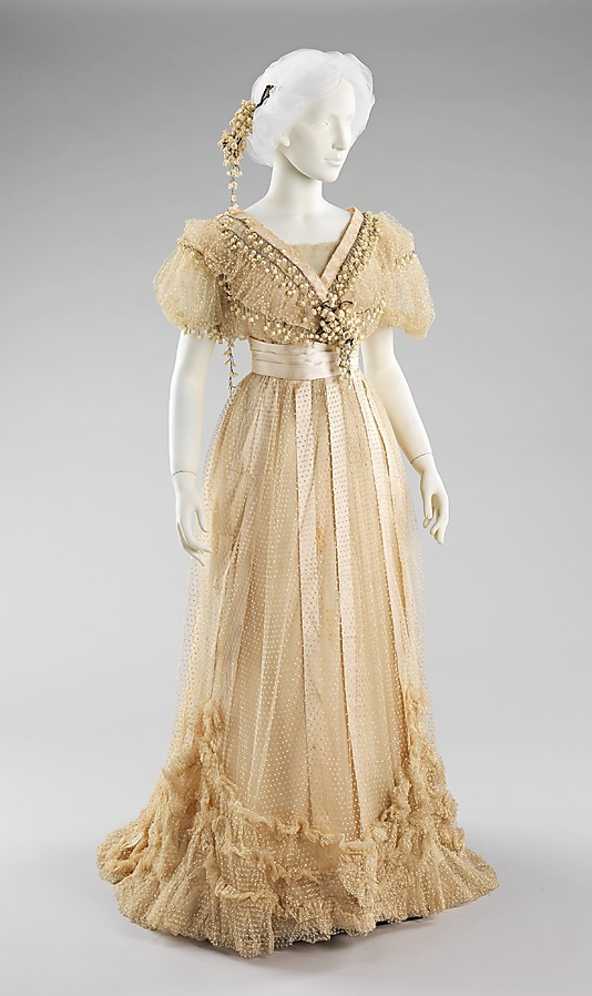 inspiringdresses:    House of Paquin's Wedding Ensemble, 1910, FrenchMet Museum