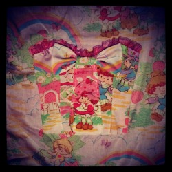darlinglikestocuddle:  I'm turning vintage sheets into a bustier!