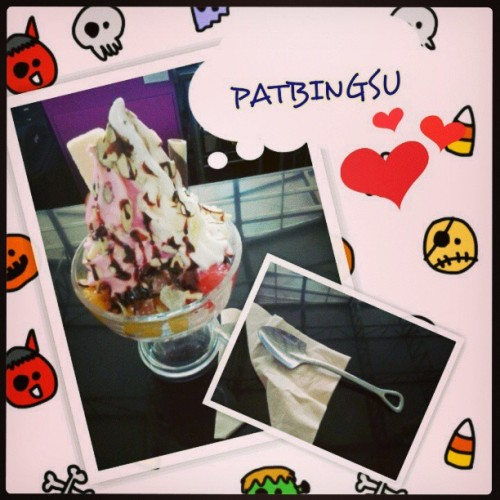 Patbingsu! yummy fruit mix pot to beat the heat. #foodgasm #fruits #icecream #redbeanpaste #mochi #patbingsu