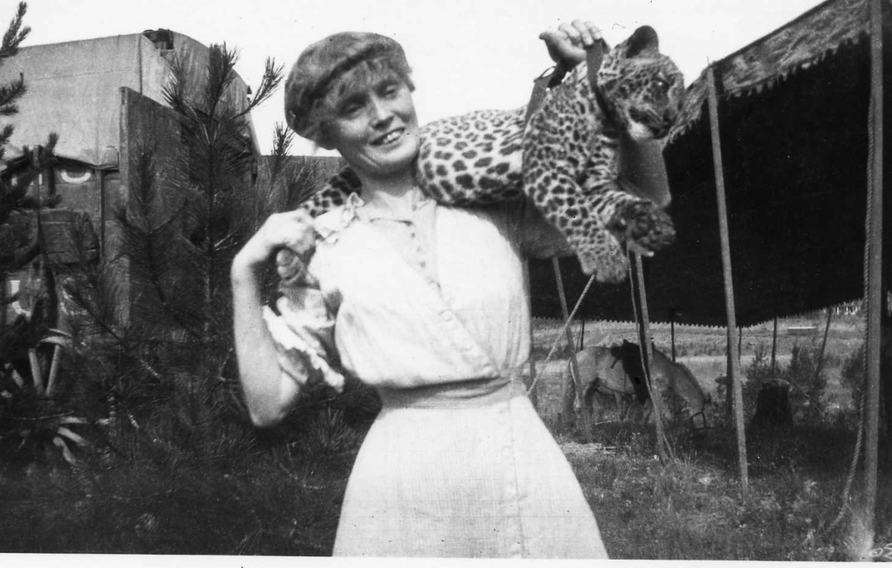 indypendent-thinking:  Mabel Stark and Leopard – 1915