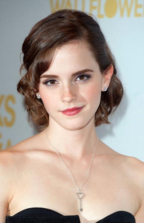 herearebeautifulpeople:  Emma Watson :...