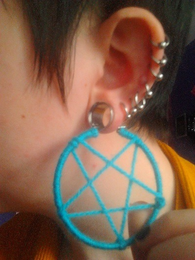 Arts and crafts tutorial - make your own hoopy pentacle earrings!