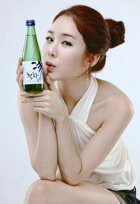 Yoo In Na holding my soju bottle!