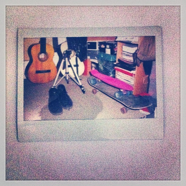 El rinconcito. #room #skate #guitar #shoes #penny